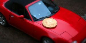 Objetos grandes hechos miniaturas con una moneda