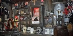 Ed y Lorraine Warren y la muñeca Annabelle de su Museo de Ocultismo