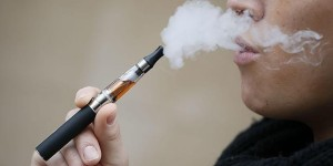 El cigarro electrónico es menos dañino y ayuda a dejar de fumar